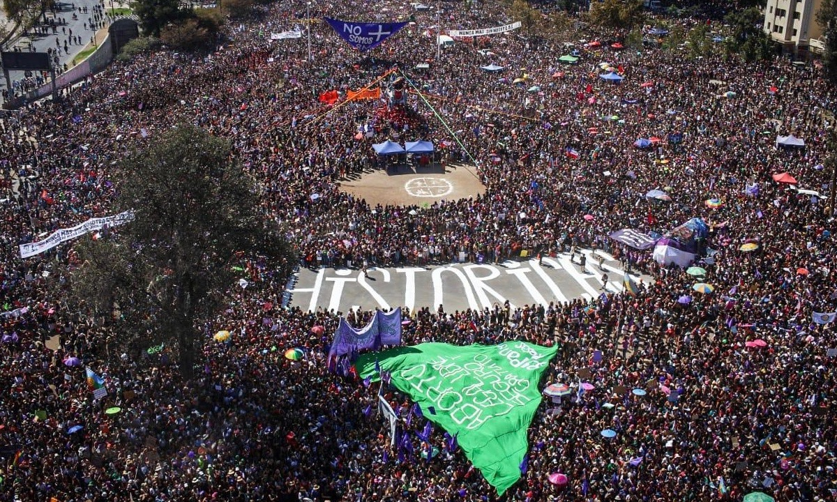 Over a million gathered in the Dignity Plaza, Santiago, Chile on International Working Women's Day. Photo: Coordinadora 8M. (CC BY-SA)
